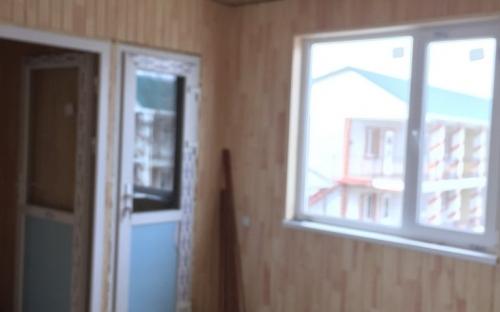 2этаж: дверь с лестницы, с\у, окно на территорию базы
